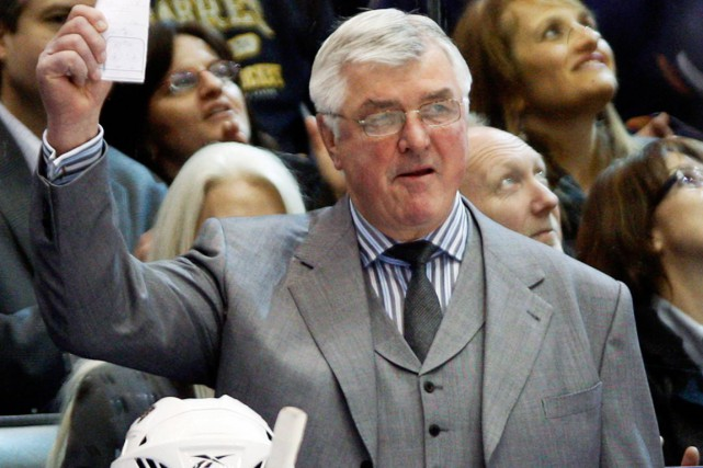 Pat Quinn derrière le banc des Maple Leafs... (Photo Mike Cassese, archives Reuters)