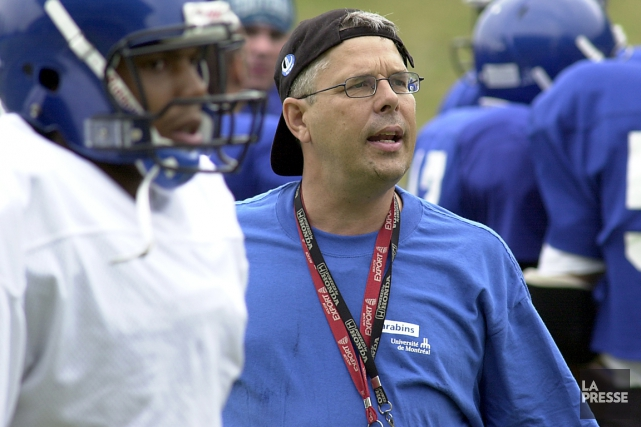 Jacques Dussault alors qu'il dirigeait les Carabins de... (Photo archives La Presse)