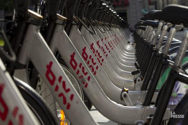 Montréal conservera son système de vélo en libre-service au moins jusqu'en... (PHOTO HUGO-SÉBASTIEN AUBERT, ARCHIVES LA PRESSE)