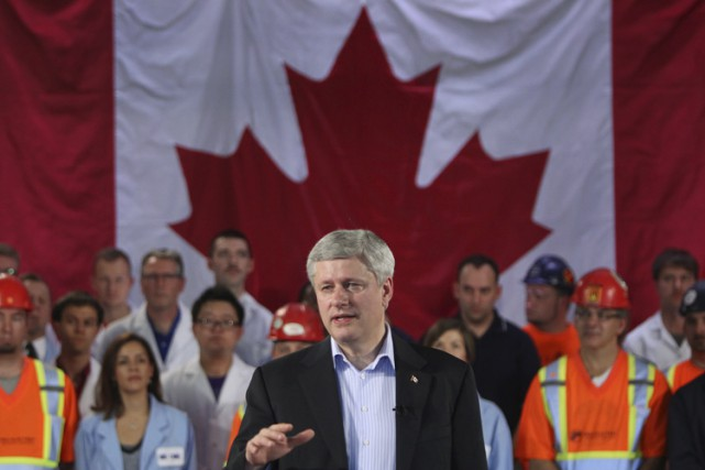 Stephen Harper a notamment annoncé l'attribution de fonds... (PHOTO DAVE CHIDLEY, LA PRESSE CANADIENNE)
