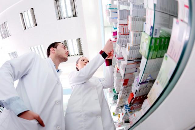 Le pharmacien est un professionnel de la santé... (Shutterstock)
