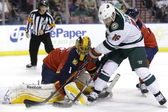 Jason Zucker a fait résonner la sirène deux fois alors que le Wild du Minnesota... (Photo: AP)