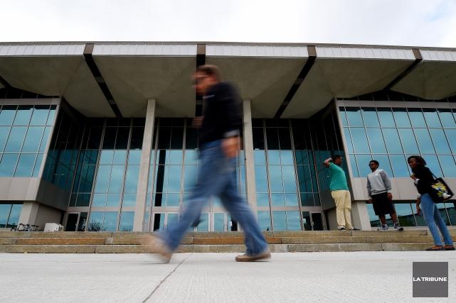 La Fédération étudiante de l'Université de Sherbrooke (FEUS) restera avec la... (Archives La Tribune, Frédéric Côté)