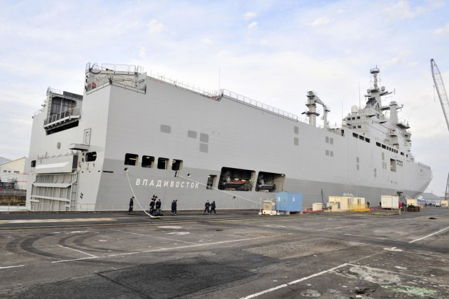 Le premier Mistral, le Vladivostok, devait initialement être remis... (PHOTO GEORGES GOBET, ARCHIVES AFP)