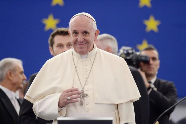 Dans ses deux discours, le pape a rappelé... (PHOTO PATRICK HERTZOG, AFP)