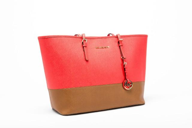 Le sac à main est un accessoire incontournable qui vient apporter parfois une... (PHOTO ULYSSE LEMERISE-BOUCHARD, COLLABORATION SPÉCIALE)