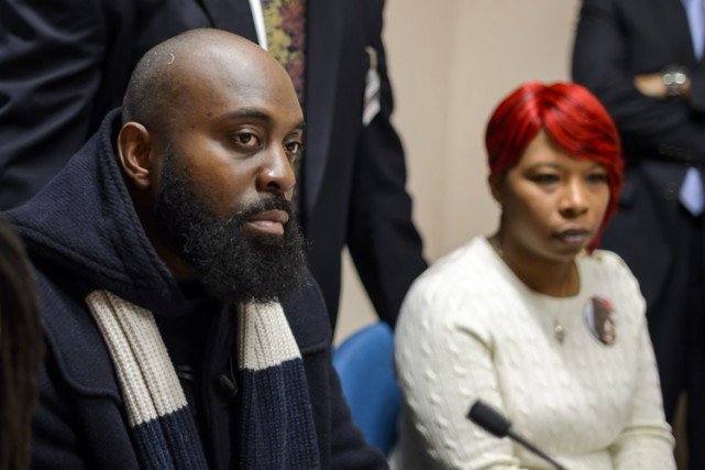 Les parents de Michael Brown, Michael Brown senior et... (Archives AFP)