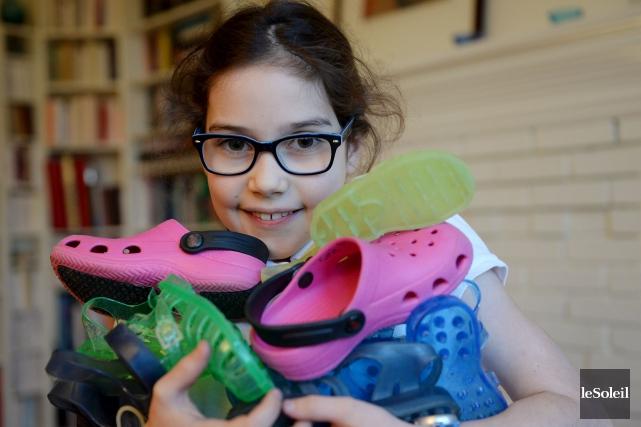 Pimprenelle Langlois, neuf ans, ramasse des souliers -... (Le Soleil, Erick Labbé)