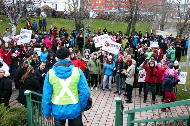 Plus de 300 personnes ont manifesté mardi dans... (Collaboration spéciale, Carl Thériault)
