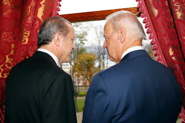 Le président turc Recep Tayyip Erdogan (à gauche)... (PHOTO ARCHIVES AFP)