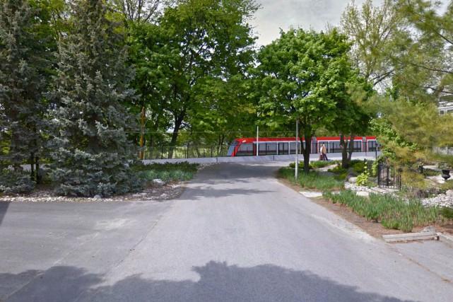 La CCN ne veut pas de train léger sur sa promenade Sir-John-A.-Macdonald. Elle... (Archives)
