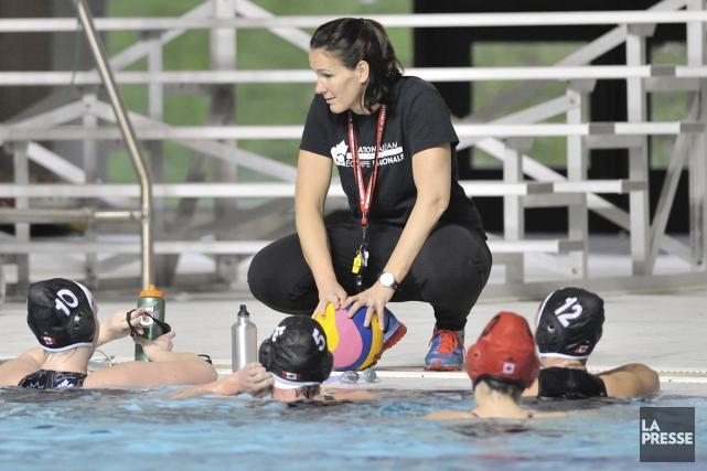 L'entraîneuse-chef de l'équipe canadienne féminine de water-polo, Johanne... (Photo Diane Bekhazi, fournie par Water-polo canada)