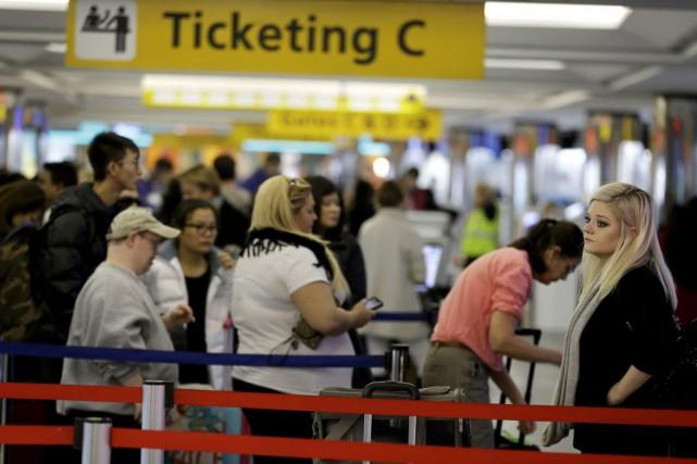 Dans la matinée, plus de 100 vols avaient... (Photo Seth Wenig, AP)