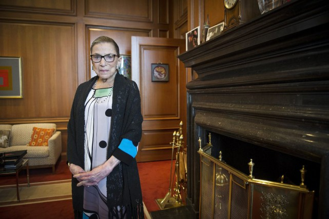 Ruth Bader Ginsburg, 81 ans, a souffert d'un malaise... (Photo Cliff Owen, Archives AP)