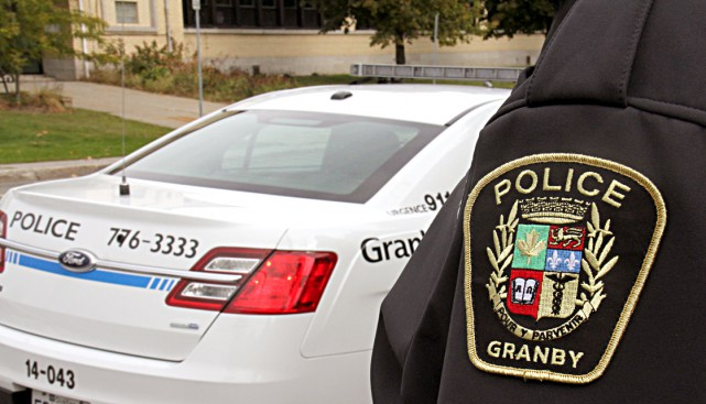 Les policiers recherchent actuellement un automobiliste qui aurait percuté,...