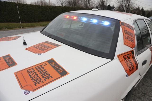 Les policiers de Granby se sont joints hier... (photo Janick Marois)