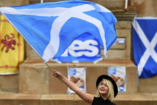 Les trois grands partis britanniques avaient multiplié les... (PHOTO DYLAN MARTINEZ, ARCHIVES REUTERS)