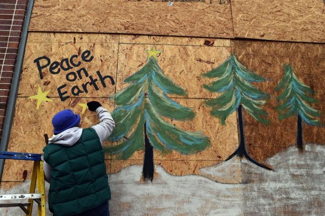 Karen Gold a choisi d'égayer les panneaux de... (PHOTOS: AFP)