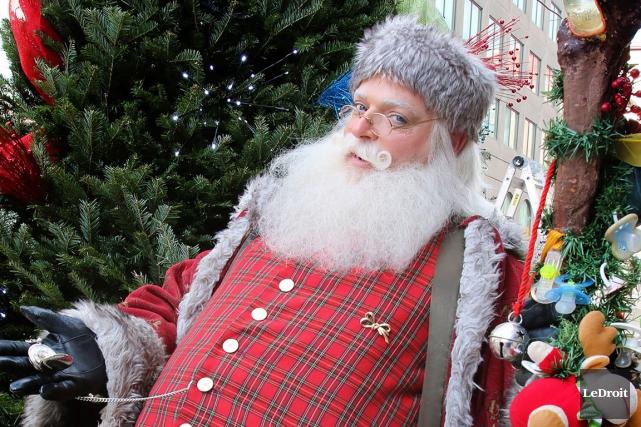 Le père Noël sera épaulé par le facétieux... (Patrick Woodbury, LeDroit)