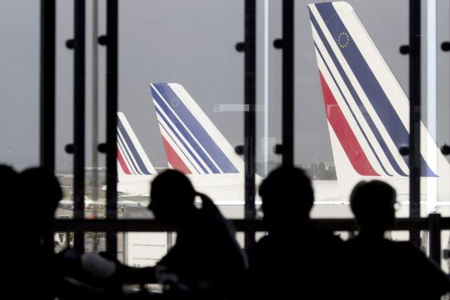 Les clients voyageant sur deux Airbus A320 d'Air... (PHOTO KENZO TRIBOUILLARD, ARCHIVES AFP)