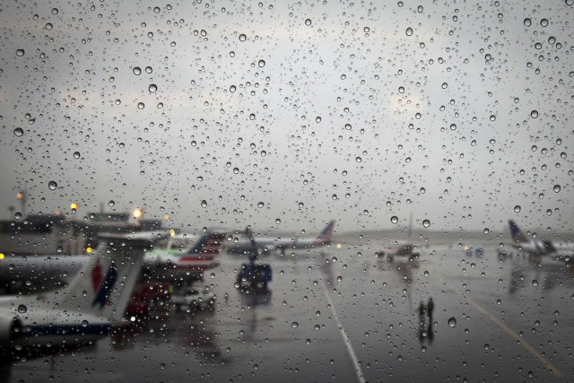 Mercredi,plus de 9000 vols avaient été annulés ou... (Photo Carlo Allegri, REUTERS)