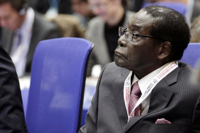 Le président du Zimbabwe Robert Mugabe.... (PHOTO PATRICK DOMINGO, ARCHIVES AFP)