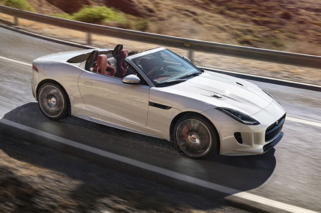 La Jaguar F-type R décapotable... (Photo fournie par Jaguar)
