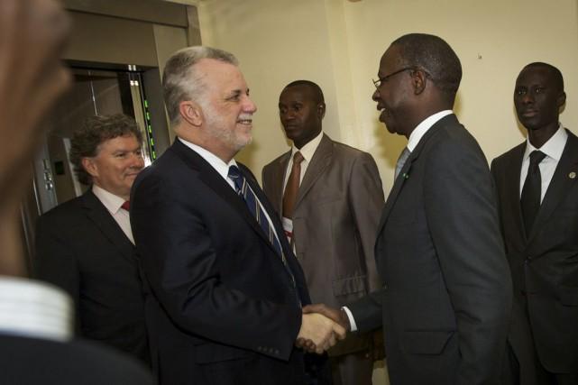 Le premier ministre Philippe Couillard a été accueilli... (PHOTO PATRICK LACHANCE, MINISTERE DU CONSEIL EXECUTIF)