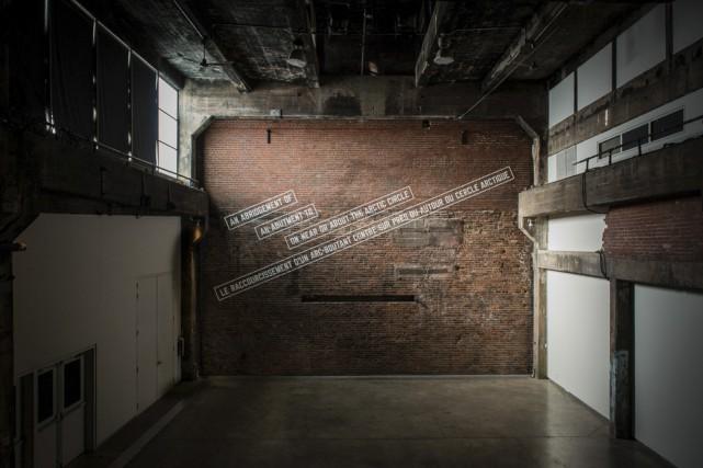 L'oeuvre de Lawrence Weiner se laisse admirer sur... (Photo: fournie par la Fonderie Darling)