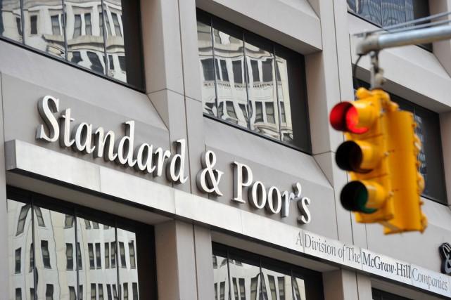 L'agence Standard & Poor's a abaissé vendredi la note de la banque britannique... (PHOTO AFP)