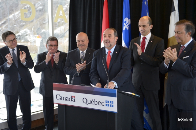 De gauche à droite: les maires Gilles Lehouillier... (Le Soleil, Yan Doublet)