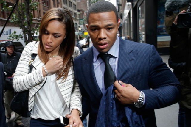 Ray Rice et sa femme Janay.... (Photo Mike Segar, Reuters)