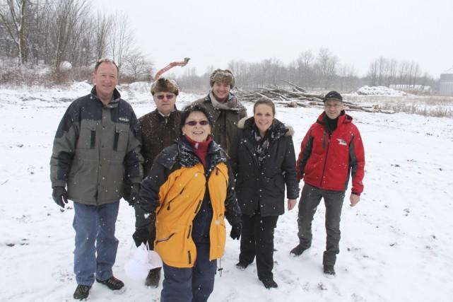 Le maire ainsi que les membres du conseil... (photo Janick Marois)