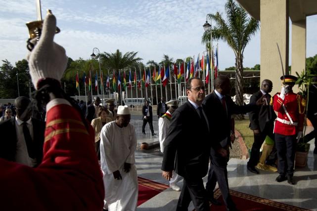François Hollande a été accueilli à son arrivée... (Photo AFP)