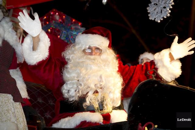 Le père Noël en a mis plein la... (Martin Roy, LeDroit)
