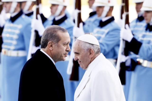 Le président turc Recep Tayyip Erdogan accueillait vendredi... (PHOTO GREGORIO BORGIA, AP)