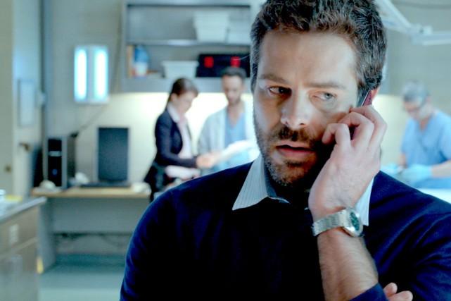 L'enquêteur Dupuis (Stéphane Gagnon) dans l'épisode de Mémoires... (Photo fournie par ICI Radio-Canada télé)