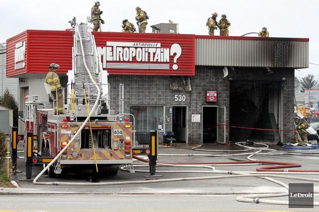 Un incendie a éclaté dans un atelier de mécanique automobile du boulevard... (Etienne Ranger, LeDroit)