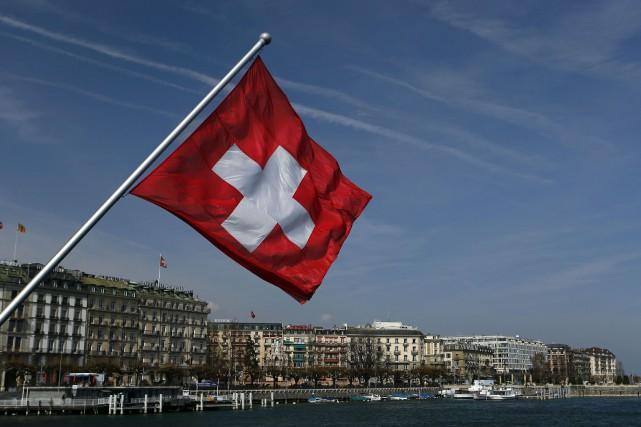 Les électeurs suisses donnent dimanche leur avis sur plusieurs initiatives... (Photo archives Reuters)