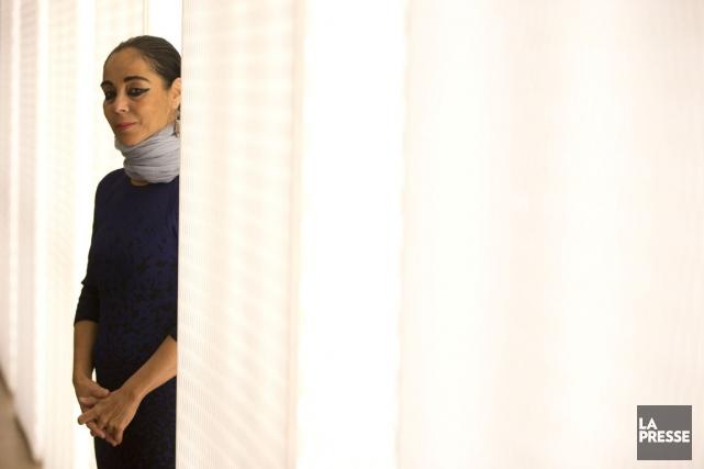 L'artiste Shirin Neshat s'intéresse aux paradoxes du raffinement... (PHOTO FRANÇOIS ROY, LA PRESSE)
