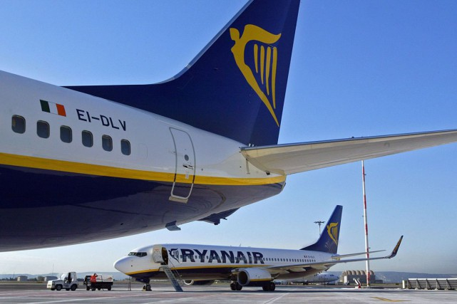 Un Boeing 737-800 de Ryanair.... (PHOTO ANNE-CHRISTINE POUJO, ARCHIVES AFP)
