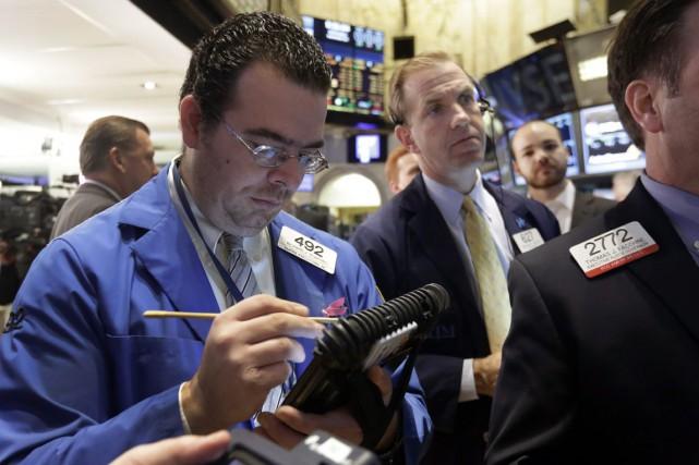 Wall Street a fini en légère hausse vendredi, profitant du manque d'actualité... (PHOTO RICHARD DREW, AP)
