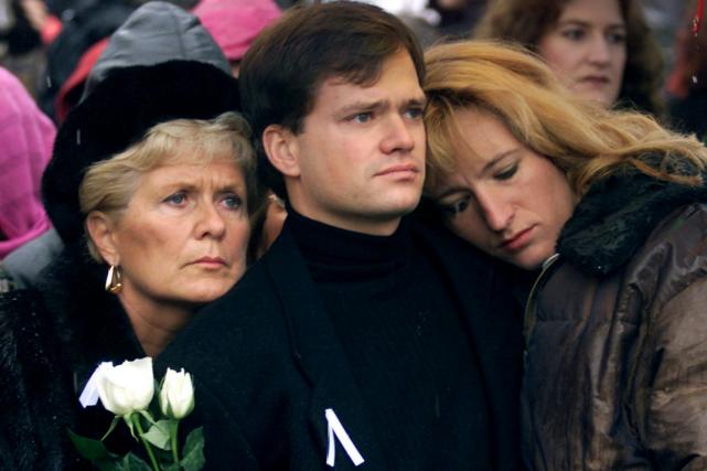Suzanne Laplante Edward, en compagnie de son fils... (PHOTO: LA PRESSE CANADIENNE)