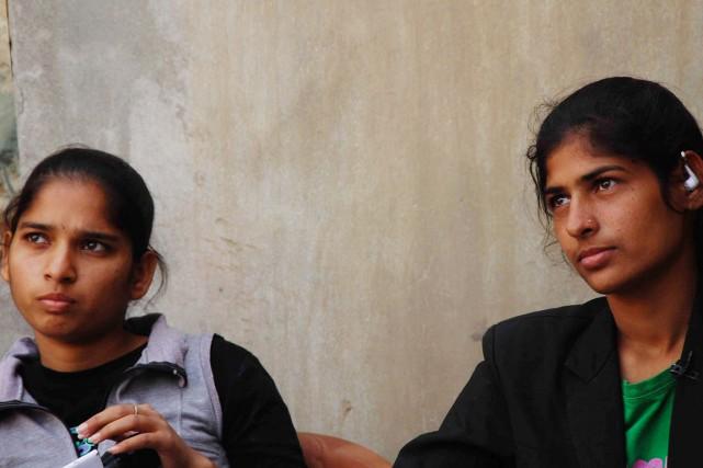 Les deux soeurs, Arti (à droite) et Pooja... (PHOTO AFP/STR)