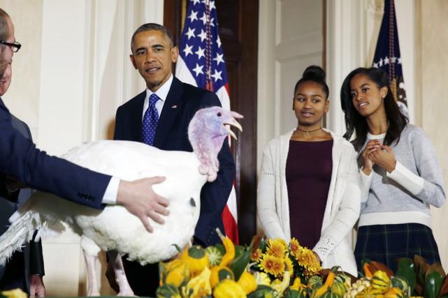 Les deux filles se tenaient comme chaque année... (PHOTO LARRY DOWNING, ARCHIVES REUTERS)