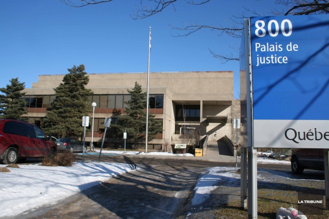 L'ancienne shérif du palais de justice de Victoriaville Karine Prince fait face... (Archives La Tribune)