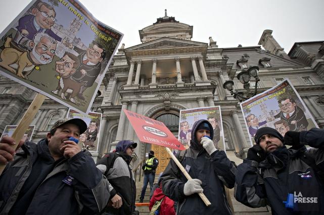 Les Montréalais ne pourront se baigner, obtenir un permis ou emprunter un livre... (PHOTO PATRICK SANFAÇON, LA PRESSE)