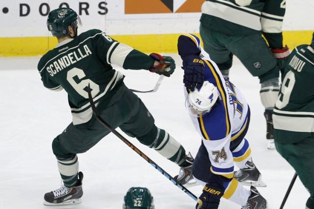 Le défenseur du Wild du Minnesota Marco Scandella a écopé d'une amende de... (Photo: AP)