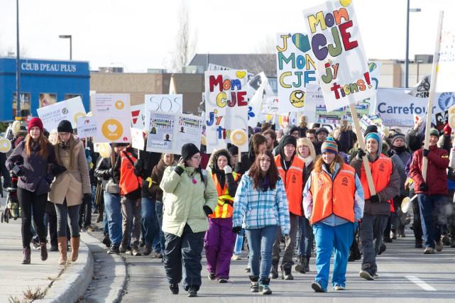 De nombreux manifestants sont venus s'opposer hier à... (Martin Roy, LeDroit)