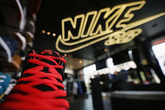 Le fabricant de chaussures de sport Nike fait... (Photo Lucy Nicholson, Archives Reuters)